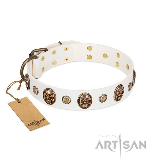 """Fatal Beauty"" FDT Artisan White Leather Boxer Collar with Old Bronze-like Studs and Oval Brooches"