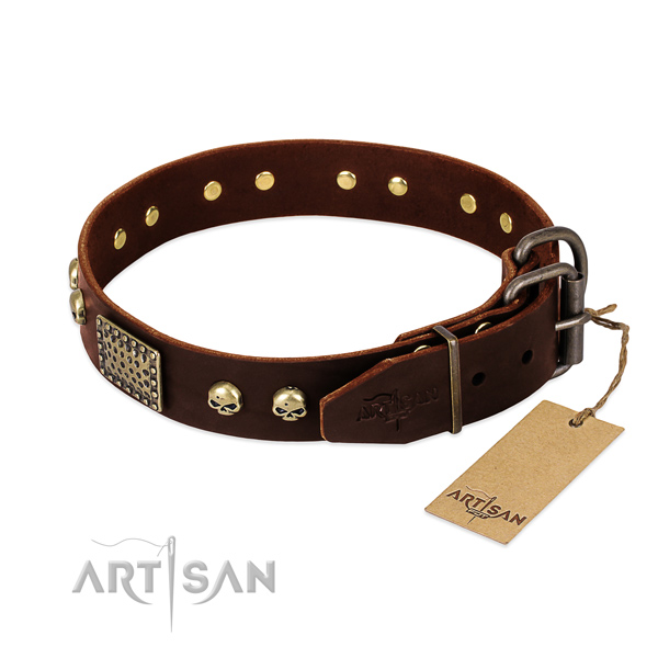 Reliable hardware on comfortable wearing dog collar