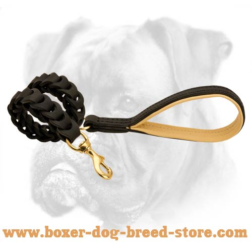 Easy training of your Boxer with this leather leash