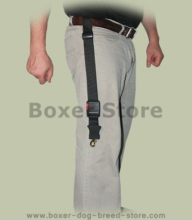 Boxer leash easy attachable to the waist-belt